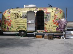 Venice Beach AirStream - love the paint job.  Finchie!  This would be an interesting place to hang with the gang - I'd love the photos.