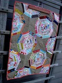 Tallgrass Prairie Studio: Spiderweb Quilt Tutorial (for selvages)