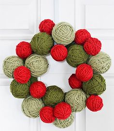 How cute is this DIY Yarn Ball Christmas Wreath? Christmas Yarn Wreaths, Christmas Decor Diy Cheap, Decoration Christmas, Noel Christmas, Country Christmas, Holiday Crafts, Wreaths Crafts, Holiday Decorating, Decorating Ideas