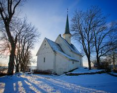 Church Italy Little country church~ Church Small White Church In The Snow Old Country Churches, Old Churches, Beautiful Buildings, Beautiful Places, My Father's House, Church Pictures, Cathedral Church, Old Barns, Place Of Worship