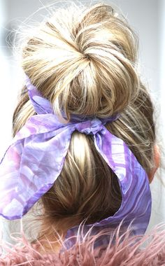 THIS is how you get that perfect bun!! Style your hair with this amazing knitted hair bun shaper!