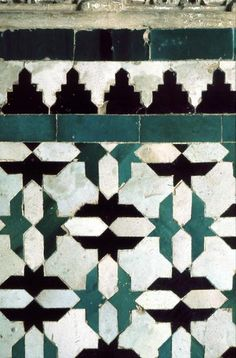 Image SPA 0117 featuring decorated area from the Alhambra, in Granada, Spain, showing Geometric Pattern using ceramic tiles, mosaic or pottery. Islamic Patterns, Tile Patterns, Textures Patterns, Islamic Tiles, Islamic Art, Geometric Tiles, Geometric Designs, Blue Tiles, Green Tiles