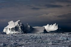 Camille Seaman, Floating Icebergs in Drift Ice II, Ross Sea, 2006, (from the series, The Last Iceberg Series II). Courtesy: Susan Spiritus