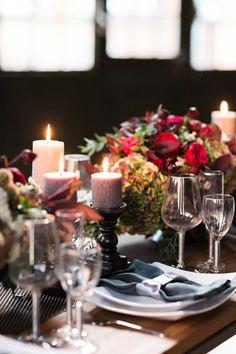 Tiefrote, romantische Brautinspiration in der Berliner Malzfabrik Ashley Ludaescher Photography http://www.hochzeitswahn.de/hochzeitstrends/tiefrote-romantische-brautinspiration-in-der-berliner-malzfabrik/ #wedding #mariage #tabledecor