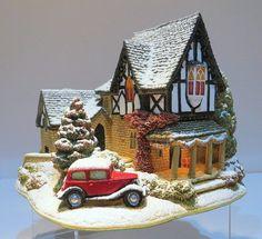 Lilliput Lane L3051: Castle Lodge: Snow: Illuminated: Mint in Box with Deeds
