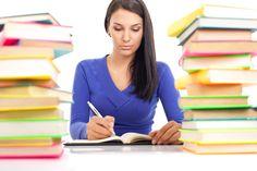 Ein Ghostwriter kann hier wertvolle Hilfe leisten. Er hilft dabei, die Gedanken adäquat zu formulieren, sodass sie den wissenschaftlichen Standards entsprechen. Schools First, College, Student, Ghostwriter, Acting, Happy, Science, Writing, First Aid