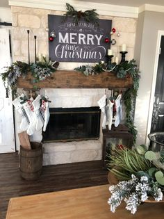 Welcome To My Christmas Home Tour * Hip & Humble Style Farmhouse Christmas Decor, Rustic Christmas, Christmas Home, Christmas Holidays, Christmas Ideas, Diy Christmas Garland, Cosy Christmas, Christmas Inspiration, Christmas Stuff