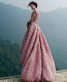 La robe en crochet vue par le créateur vietnamien Lý Quý Khánh