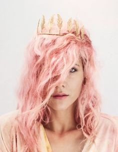 Maria Nilsdotter feather crown