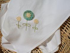 paños de cocina (2) bordados por mano, flores de gancho