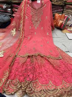 Pakistani Bridal, Pakistani Dresses, Indian Dresses, Long Dress Fashion, Fashion Dresses, Kurti With Jeans, Eastern Dresses, Indian Costumes, Designer Party Wear Dresses