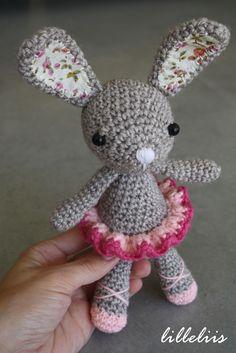 Little ballerina-bunny amigurumi crochet pattern by lilleliis