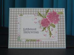 Ook vandaag weer een trouwdag kaartje. Hij lijkt qua lay-out wel op de vorige maar hij is toch niet helemaal hetzelfde. De bloemen zitten op...