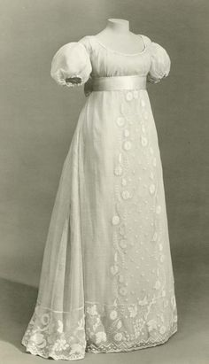 Regency gown c.1810  I was born in the wrong era!! Although I do like toilets! lol