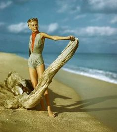 Vogue 1940...love the coloring