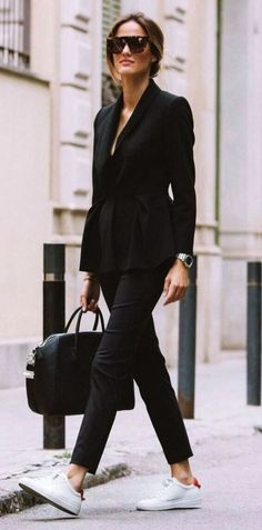10 BLACK BLAZERS TO SHOP NOW One of the pieces that will always have a place in my closet is definltey a black blazer. Classic and versatile, a good black blazer always seems to work with any outfit, work or weekend,… View Post casual chic Casual Work Outfits, Winter Outfits For Work, Winter Outfits Women, Woman Outfits, Winter Fashion Outfits, Mode Outfits, Work Casual, Office Outfits, Chic Outfits