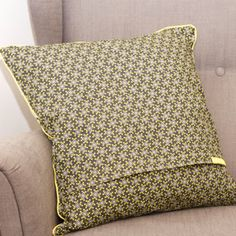 Knitting Patterns Pillow tutorial pillow with hotel lock Diy Craft Projects, Diy And Crafts, Sewing Projects, Sewing Pillows, Diy Pillows, Pillow Tutorial, Textiles, Baby Sewing, Fabric Art
