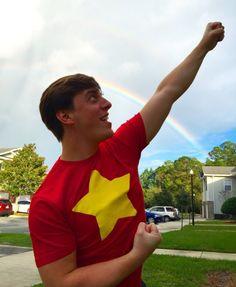 Thomas Sanders wearing a Steven Universe shirt