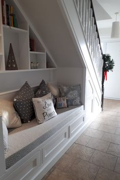 60 Genius Storage Ideas For Under Stairs – Zimmergestaltung - Stroge Ideas Staircase Storage, Staircase Design, Stair Shelves, Shelving, Under Stairs Nook, Closet Under Stairs, Under Staircase Ideas, Under Basement Stairs, Basement Flat