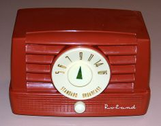 Vintage Roland Plastic Table Radio, AM Band, 5 Vacuum Tubes, Model 5T8.