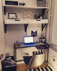 gece çalışması #latergram #work #nightwork #latenight #latenightwork #home #room #place #newplace #blackandwhite #decoration #decorationideas #lovehome #love #no13 #hmhome #ikea #night #cactus #succulents