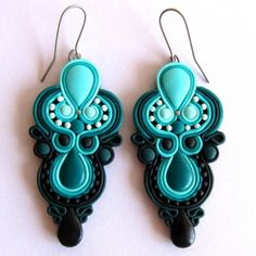 Oriental earrings Mint - the clever use of PC instead of soutache Fimo Clay, Polymer Clay Charms, Polymer Clay Projects, Polymer Clay Creations, Ceramic Clay, Polymer Clay Earrings, Clay Crafts, Biscuit, Earring Trends
