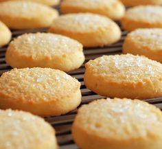 The Secret Ingredients Grandma Puts in Her Sugar Cookies Ingredients For Sugar Cookies, Best Sugar Cookies, Sugar Cookies Recipe, Shortbread Cookies, Crinkle Cookies, Sugar Biscuits Recipe, Biscuit Recipe, Cookies Et Biscuits, Sable Cookie Recipe