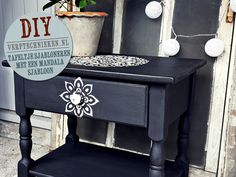 Tafeltje sjabloneren met een mandala sjabloon Painted Furniture, Nightstand, Boho Fashion, Stencils, Mandala, Table, Home Decor, Bedroom, Ideas