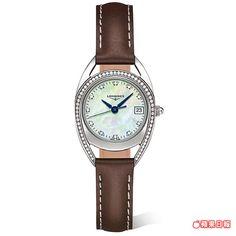 LONGINES Equestrian騎士系列拱形設計鑲鑽腕錶,錶框線條如馬蹄鐵也像馬場賽道,稍具個性感。約8萬3000元