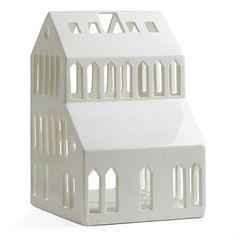 De vakre store lyshusene Urbania er designet av Mette Bache og Barbara Bendix Becker for det danske varemerket Kähler. Lyshusene er produsert i stengods og er alle formede som forskjellige bygninger eller hus som sprer et varmt skinn og herlige skygger når de er tent. Urbania-serien består av fire bygninger; et hus, en kirke, et høyhus og en skyskraper. Lyshusene kan plasseres både innendørs og utendørs og blir også fine å sette i gruppe. Husene selges stykkevis.