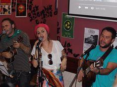 #Barakaldo fiestas en Beurko Bagatza. Sagardolé y Lupita la Ingrata tocan en un bar Hairon Iru lleno