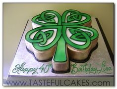 Oh my gosh I love this clover celtic knot cake!! I want one!!
