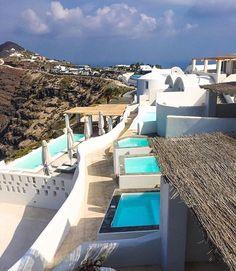 Spending time in Santorini ☁️ ( @doounias)