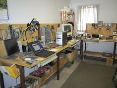 computer repair workbench - Google Search Computer Repair Shop, Computer Shop, Laptop Repair, Best Computer, Computer Case, Computer Maintenance, Mobile Phone Repair, Mobile Phones, Electronic Circuit Projects