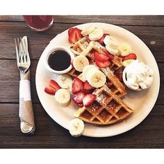 Waffles topped w/ bananas and strawberries from @thecoraltreecafe 😋 | Photo Creds: @kndllsmn #thedailybite #coraltreecafe #foodporn #instafood #food #munchies #sharefood