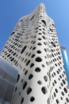VISI / Articles / The real Dubai architecture