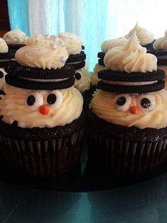 Cupcakes Take The Cake: Adorable glittery Oreo snowmen cupcakes