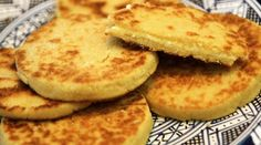 This is how to prepare Harsha, a semolina based bread that is served for breakfast. It is among the best Moroccan food in the Moroccan cuisine. Cook Fresh Spinach, How To Cook Asparagus, Semolina Bread Recipe, Pan Fried Bread, Bread Recipes, Cooking Recipes, Cooking Bacon, Cooking Movies, Cooking Games