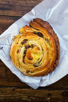 Pain aux raisins.. croustillant.. le meilleur de #Paris ! Du Pain et des idées