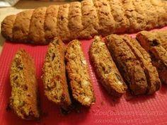 Καλό μήνα!!! Πεντανόστιμα τραγανά παξιμαδάκια! Με απλά υλικά έχουμε πάντα κάτι νόστιμο για τον καφέ μας. Κρατάνε πολλές μέρες σε μ... Greek Cake, Italian Biscuits, Greek Sweets, Biscotti Cookies, Greek Cooking, Middle Eastern Recipes, Biscuit Recipe, Dessert Recipes, Desserts