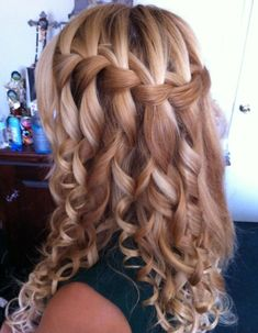 Variety of Curly Waterfall Braid Hairstyle hairstyle ideas and hairstyle options. If you are looking for Curly Waterfall Braid Hairstyle hairstyles examples, take a look. Waterfall Braid With Curls, Waterfall Braid Tutorial, Braids With Curls, Waterfall Hairstyle, Spiral Curls, Tight Curls, Waterfall Twist, Curly Braids, Loose Curls