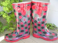 Rain boot decals, Personalized vinyl monogram set of 2 for rainboots. Johnstone Johnstone Lemarr have you seen these! I know how much you love all things monogrammed :) Vinyl Crafts, Vinyl Projects, Diy Monogram, Monogram Letters, Cute Rain Boots, Rain Boots Fashion, Image Gifts, Boating Outfit, Silhouette Cameo Projects