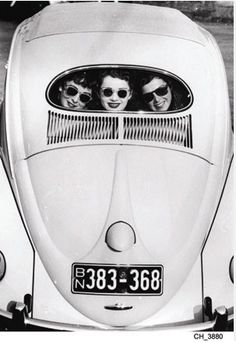 Photography Black & White ladies in VW
