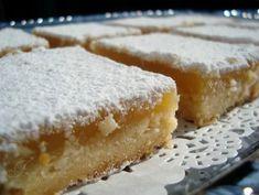 Fris zoete citroenkoekjes met poedersuiker. Ingrediënten voor de bodem: 240 g bloem 100 g poedersuiker 200 g ongezouten roomboter (koud) …