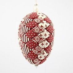 A Polystyrene Egg with Vivi Gade Fabric - Creative activities Quilted Christmas Ornaments, Fabric Ornaments, Christmas Fabric, Christmas Baubles, Egg Crafts, Christmas Projects, Easter Crafts, Christmas Crafts, Christmas Decorations