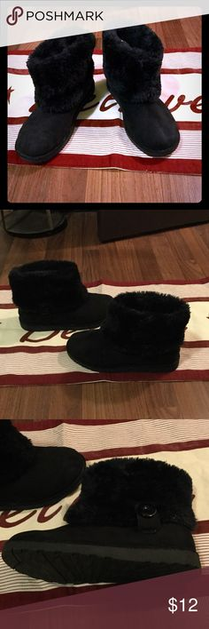 Arizona size 7 suede black boot with furry lining Arizona size 7 suede black boot with furry lining and button detail. Basically new. #PlywoodAndPearls Arizona Jean Company Shoes Ankle Boots & Booties
