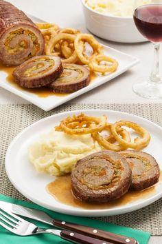 Lagarto Recheado com Molho, Purê e Anéis de Cebola Filets, Waffles, Sausage, Steak, French Toast, Food And Drink, Pork, Yummy Food, Healthy Recipes