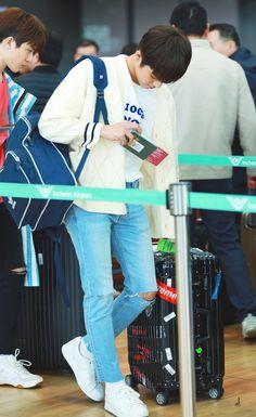 Jeongwoo at Incheon Airport Hyun Suk, Fandom, Treasure Boxes, Entertainment, Park, 13 Reasons, Kpop, Incheon, Airport Style