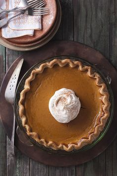Thanksgiving recipe for dairy-free pumpkin pie // No one will ever know this is made without cream.