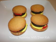 Cookie and candy hamburgers